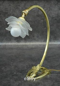 Old Lamp In Bronze And Tulip Pate Glass Art Deco