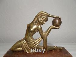 Sculpture In Bronze Art Deco 1930 Statuette Female Dancer Naked Has Ball Statue