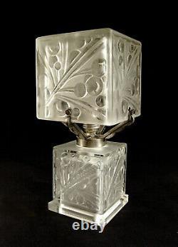 A. Boyreau Lampe Art Déco En Verre Moulé Pressé Et Bronze Nickelé 1930