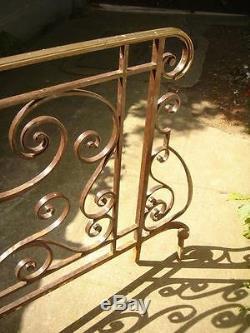 Ancien garde corps de retour, angle de perron d'escalier en fer forgé et bronze