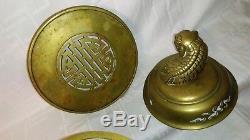 Ancien grand brûle-parfum tripode en bronze, le couvercle sommé dun chien de Fô