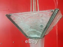 Chandelier lustre a plaques et obus art deco en verre moule et bronze leleu