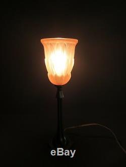LAMPE ART DECO BRONZE ARGENTÉ ANCIEN TULIPE VERRE MOULÉ PRESSÉ ROSE H 36 cm