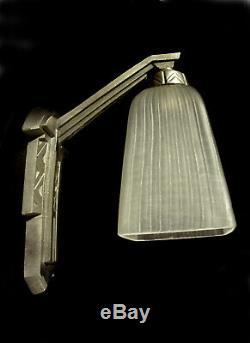 Lebreton & Usdin Applique Art Déco Moderniste En Bronze Nickelé Et Tulipe 1930