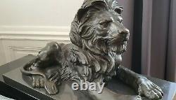 Paire Bronzes Sur Marbre, Lions Couchés