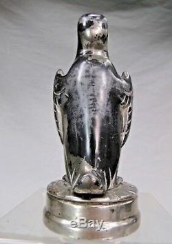 Rare Bouchon De Radiateur Art Deco Automotive Mascot Car Pingouin Bronze Argente