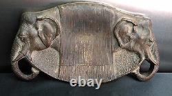 Rare vide poche en bronze Art Déco à décor de têtes d'éléphants signé DUVAL
