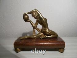 Sculpture en bronze art deco 1930 statuette femme danseuse nue a la boule statue