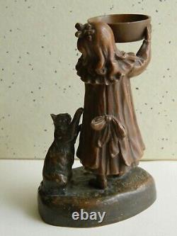 Statue jeune fille au chat régule signé Ouvet art déco 1920 patine bronze