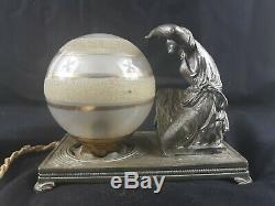 Superbe veilleuse art déco en bronze nickelé et son globe en verre