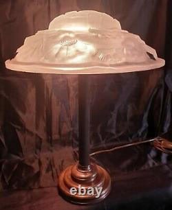 Très Belle Lampe En Bronze Où Laiton Art-Déco En Verre Moulé