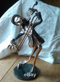 Violoniste sur socle, violon et archer, sculpture en bronze signée Yves LOHE